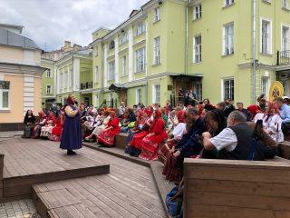 Ежегодная акция «Надень народное на День России» прошла 12 июня в Музее военной формы одежды Российского военно-исторического общества