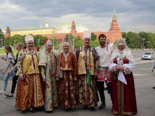 Акция «Надень народное на День России» с размахом прошла в Москве