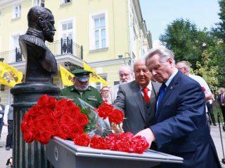 Память семьи Романовых почтили в Москве