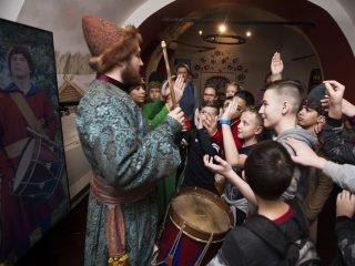 В Музее Московских стрельцов «Стрелецкие палаты» открыта запись на летнюю программу «Забавушка» для младших школьников