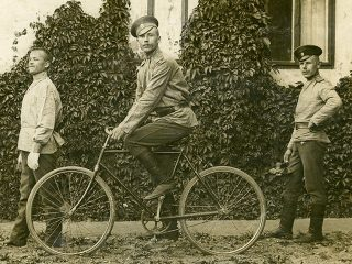 «Самокатчики, вперед!»: редкие подлинные военные велосипеды представят в Музее военной формы